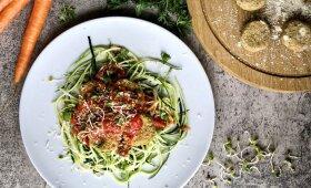 Cukinijų spagečiai su avinžirnių kukuliais