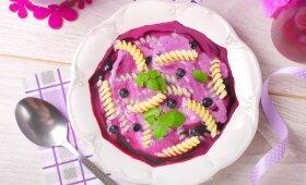 KAIP VAIKYSTĖJE: šalta uogų sriuba su makaronais