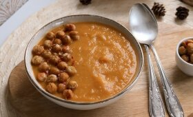 Vegetariškas pirmadienis: saldžiųjų bulvių sriuba su keptais avinžirniais