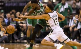 """Atgimę """"Bucks"""" surakino varžovų puolimą, sutriuškino """"Celtics"""" ir į seriją sugrąžino intrigą"""