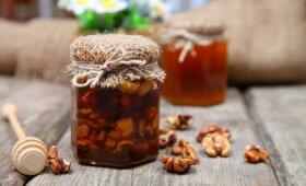SALDI DOVANA: riešutai meduje