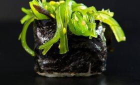 Suši su jūros dumbliais