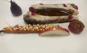 Plačiakakčio šonkauliukai su keptomis morkytėmis, svogūnėliu ir sultinio padažu