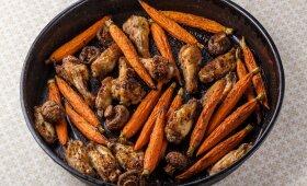 Vištienos, morkų ir pievagrybių troškinys