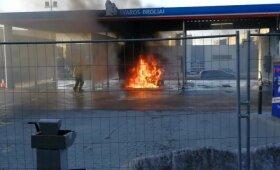 Užfiksuota: Vilniuje, automobilių plovykloje, supleškėjo visureigis
