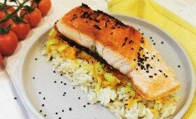 Lašiša su kepintomis daržovėmis ir ryžiais