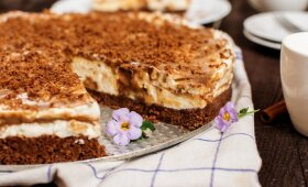 Karamelinis sūrio pyragas su saldainiais