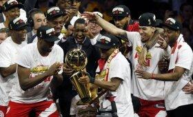 """Istorinių šeštųjų NBA finalo """"Warriors"""" – """"Raptors"""" rungtynių apžvalga"""