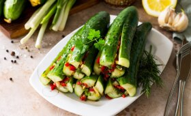Korėjietiškai marinuoti agurkai – kuo ilgiau laikysite, tuo skanesni bus
