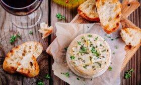Keptas kamambero sūris su Provanso žolelėmis
