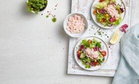 Šviežių daržovių salotos su krilių mėsa