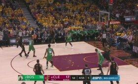 """Nesustabdomas Jamesas su 44 taškais padėjo """"Cavaliers"""" išlyginti serijos rezultatą"""