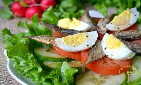 Greitos ir gaivios salotos su šprotais – lengvai vakarienei ar pietums