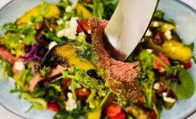 Sočios, bet gaivios jautienos salotos pagal Alfą Ivanauską