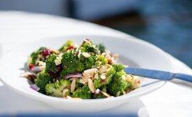 Brokolių ir spanguolių salotos – jų nelieka greičiausiai