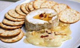 Sūris keptas orkaitėje su vynuogėmis