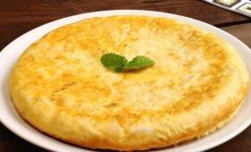 Burnoje tirpstantis omleto pyragas