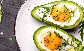 Avokade kepti kiaušiniai su sūriu