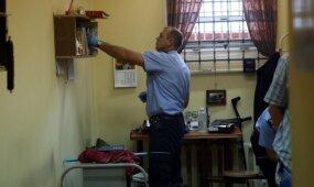 Po feisbuke transliuotos kalinių puotos – didelės kratos Kybartų pataisos namuose