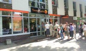 Reikia į banką – imk laisvadienį: eilės, karštis ir pervargę darbuotojai