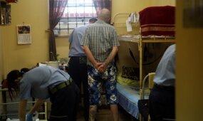 Tikroji situacija kalėjimuose: vyksta prekyba, blokavimo sistema neveikia