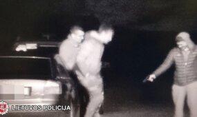 Ginkluoto vaikino nuotykiai baigėsi policijos komisariate: sulaikymo akimirkos