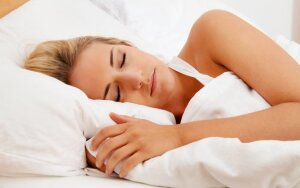 Kuri miego poza yra sveikiausia