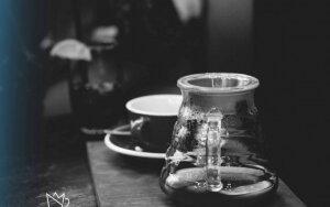 2 receptai modernios, šaltos kavos, kurią galite pasigaminti namuose