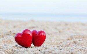 Žodžių apie meilę niekada nebus per daug! Laimėkite ir skaitykite!
