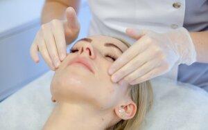 Veido odos senėjimas – ką svarbu žinoti, norint tinkamai pasirūpinti savo veidu