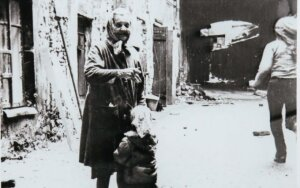 Juliaus Sasnausko archyvo nuotraukos, Vilniuje prie namų