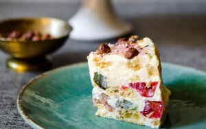 Plikytų sausainių tortas su želės gabalėliais