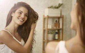 Plaukų meistrės patarimai, kaip teisingai trinkti plaukus?