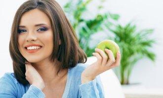 Odontologai kraipo galvas: plinta labai neįprastas dantų balinimo būdas
