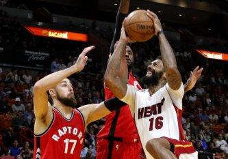 """NBA naktis: nerezultatyviausiai sezone žaidęs J. Valančiūnas, """"Raptors"""" pergalė ir išvytas J. J. Barea"""