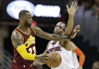 """""""Knicks"""" ir """"Cavaliers"""" akistatoje L. Jamesas surinko puikų trigubą dublį, M. Kuzminskas pagaliau pakilo nuo suolo"""