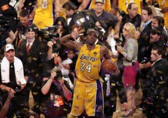 """Išskirtinė pagarba: """"Lakers"""" į arenos palubes iškels net dvejus K. Bryanto marškinėlius"""
