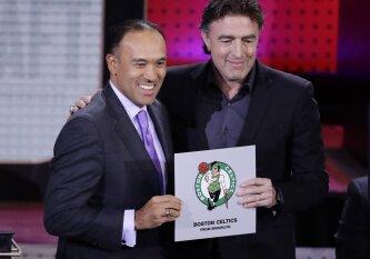 """NBA naujokų biržos loterija pradžiugino """"Celtics"""" ir """"Lakers"""" organizacijas"""