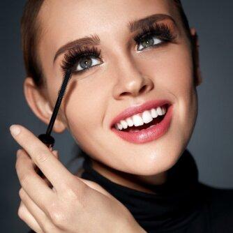 Grožio naujienos: naujojo sezono makiažo naujovės ir rūpestis odos jaunyste