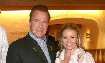 Su žmona dar neišsiskyręs A. Schwarzeneggeris Austrijoje lankėsi su 28 metais jaunesne mylimąja