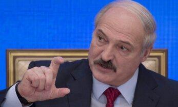 A. Lukašenka baltarusiams: kam tas doleris?
