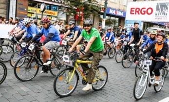 Trumpėjant dienoms, dviratininkai ir pėstieji turi būti matomi