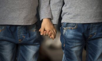 Nuo kada tėvai gali pastebėti, kad vaikas yra homoseksualus? Interviu su gyd.psichiatru