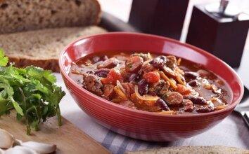 Pupelių sriuba su veršiena ir dešrelėmis