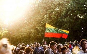 Vienybės jausmą stiprins internetas: taip plačiai Lietuvos himnas dar niekad neskambėjo