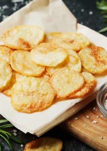 """Bulvių """"traškučiai"""" su sviestu"""