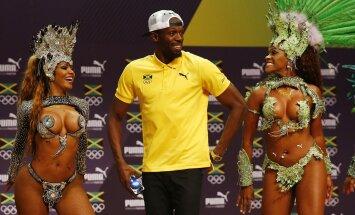 Usainas Boltas ir šokėjos