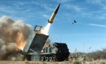 Iš sistemos MLRS paleidžiama raketa ATACMS