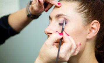 Mitas, kad akių šešėlį reikia rinktis pagal akių spalvą, sako Andrea Brambilla.