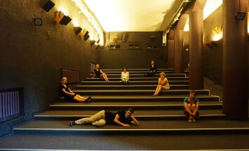 Belaukiant naujų salės kėdžių